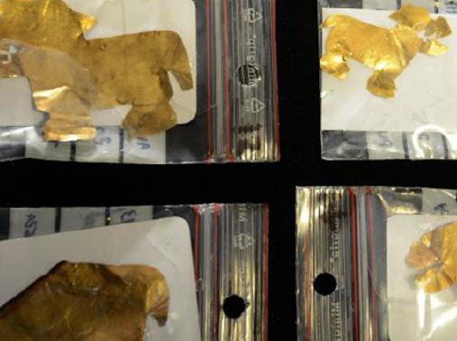 ティティカカ湖で発見された動物の形の金箔