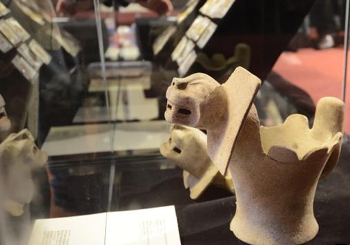 ティティカカ湖で発見されたピューマの陶器