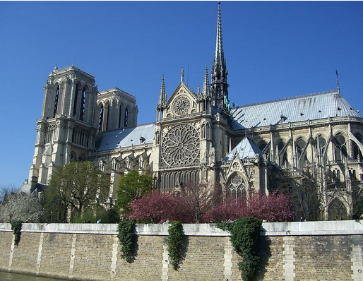 ウジェーヌ エマニュエル ヴィオレ ル デュクが手掛けた大聖堂ノートルダム寺院