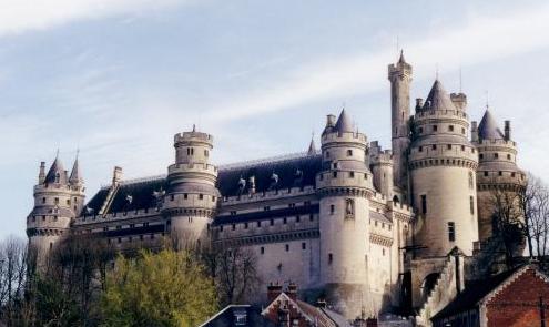 ジェーヌ エマニュエル ヴィオレ ル デュクの設計したピエールフォン城