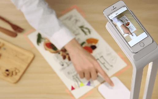 iPhoneをスキャナにできる卓上ライト「SnapLite」