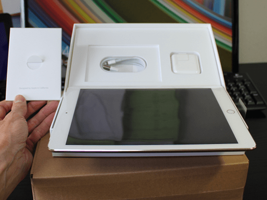 iPad Air 2 を箱から取り出す