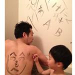 風呂で落書き勉強!「おふろでらくがき!墨汁せっけん」登場!親子で楽しめそう