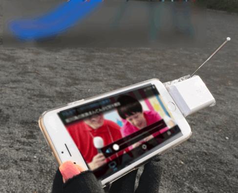 """iPhoneやiPadでワンセグTVやフルセグTVをを視聴できる""""ワンセグ/フルセグ兼用""""の小型チューナー。"""