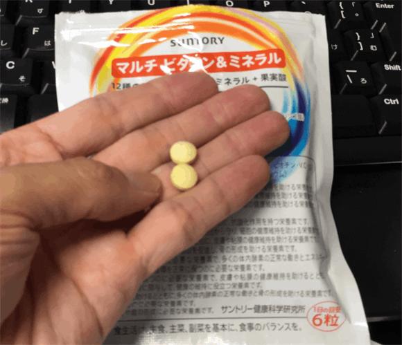 サントリー「マルチ ビタミン&ミネラル」一日6粒。1回2粒