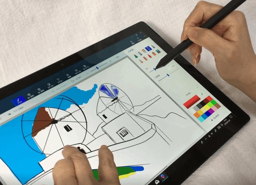 「Surface Pro 6」で「Surface ペン」を使いながら水彩画を作成。