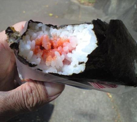 コンビニ(ファミリーマート)のおにぎり「辛子明太子」味