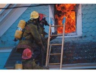 耐火性が基準に満たない2重アルミサッシの窓の問題